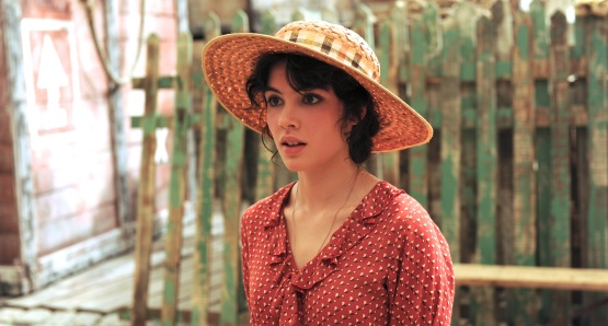 Victoire Bélézy as Fanny in MARIUS, a film by Daniel Auteuil.